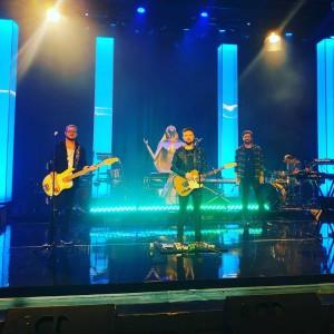 Banda Identidade Sua durante o Show Destaques Troféu Louvemos o Senhor 2018